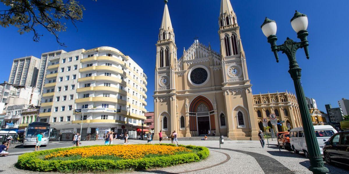 Curitiba o Florianópolis a partir de AR$ 12.592 (U$D 268) en cuotas desde BUE